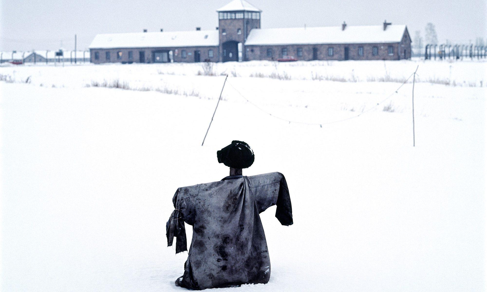 Amos Schliack Scarecrow, Auschwitz-Birkenau www.amosschliack.com mail@amosschliack.com 27/01/1995